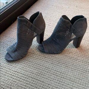 Vince Camuto grey open toe heeled hotties size 8
